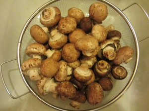 Cremini mushrooms, ready to be rinsed.