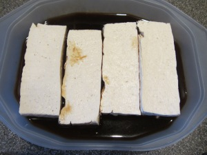 Tofu fillets into marinade for 15 minutes.